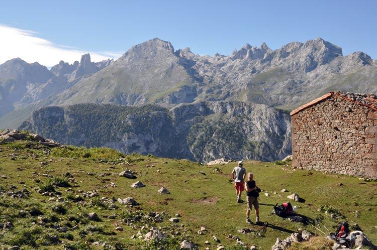 Está Muy Lejos El Horizonte Por Jorge Wagensberg: Foros De Montaña De Picos De Europa Y